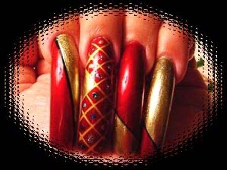 Рисунки на ногтях красным лаком