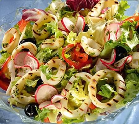 salat s zharennym kalmarom