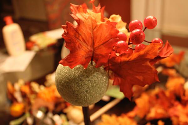 осенью поделки из листьев и топиарии
