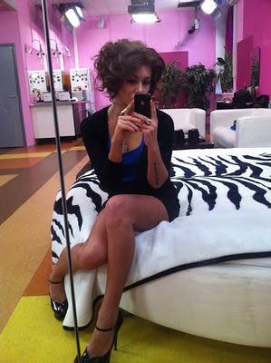 прическа Лизы Кутузовой с локонами