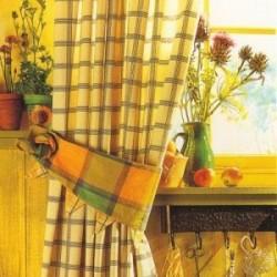дизайн желтых штор в клетку с подвязками
